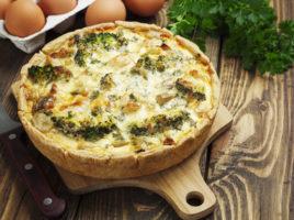 quiche Lorraine with chicken, mushrooms and broccoli